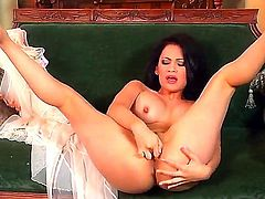 Vanessa Veracruz with big melons and hairless muff spends her sexual energy alone using vibrator