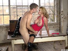 Big boobs, golden hair and a pretty face, that just asks for slaps and cum loads. She's Darby and this guy can't help himself not to grab her by the neck, and shovel his big cock deep in her bald pussy. The blonde is getting fucked hard and deep, but when he fingers her cunt, she can't holds it no more and squirts!