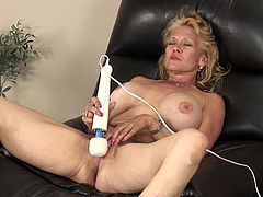 Check out this hot video where the busty blonde milf Daytona Daniels has a great time masturbating with a vibrator.
