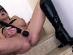 Curvaceous girl wearing Batman mask and leather black jackboots is solo masturbating in dirty free porn clip. She screams like crazy experiencing orgasm.