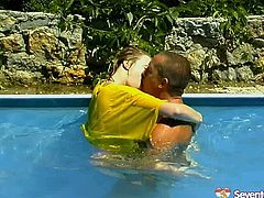Provocative free porn clip is here for your pleasure. Luscious bitch bathing in the pool outdoor is having passionate sex foreplay on cam.