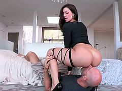 Kinky brunette is proud of her nice rounded mesmerizing ass. This chick with flossy ass poses in black stuff to lure a bald headed stud for sex. Appetizing chick likes facesitting cunnilingus and moans while her wet pussy is licked passionately.