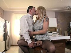 21 Sextury xxx clip provides you with a voracious blond housewife. This bitch is mad about a tough anal fuck. Horny blond milf gets rid of dress and wears only black stockings. Her big boobs are more than perfect for a tender titfuck, which then turns into a tough drilling of her asshole.