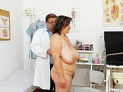Gyno specialist examines cougar mature woman, He measures her huge natural boobs and later explores her vagina on the couch.