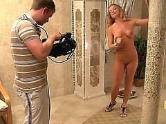 Blonde chick Silvia Saint exposing on camera
