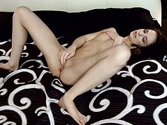 Check out how this erotic brunette rubs her clit and inserts her fingers in her pussy in this solo masturbation clip.