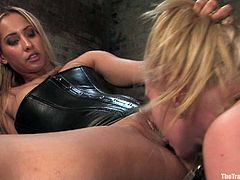 Sassy and smoking hot blond angel Sarah Jane Ceylon gets tied up on the yoke bar. What she does is gets fucked by that dude, while eating his babe's wet vagina!