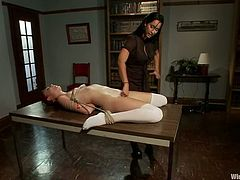 Zoe Voss screams with pleasure while getting her snatch toyed in BDSM vid