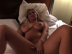 Blonde babe in homemade porn