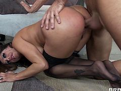Hot milf Bella Spice likes teasing the plumber and letting him smash her warm cunt