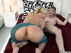A blonde skank with big buns gets her hole fucked in this hot hardcore sex right here, hit play and check it out. It's fucking hot!