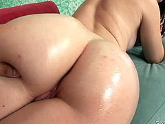 Skanky amateur chick with small tits takes off her clothes exposing her sexy body. She shows off her delicious rounded booty. The guy rubs her ass with oil.