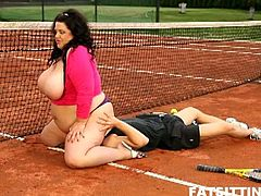 This dominant bbw loves to sit on men's faces. She does so with her tennis teacher too, right on the tennis court.