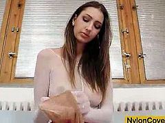 Kinky Kitty Jane toying her wet pussy on her sexy pantyhose. She makes sure that she will satisfy your horny fantasies.