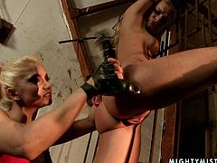 21 Sextury xxx clip provides you with a really hot and horny blond lesbian. This slim long legged bitch fixed the other chick with metal stuff to the prison bars. She licks and fucks her wet pussy with a sex toy right in the dark room.