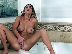 Sensual solo makes her moan