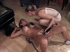Felony gets bound in the bedroom. Then she gets her ass covered with wires and enjoys getting her cunt fucked with a vibrator.