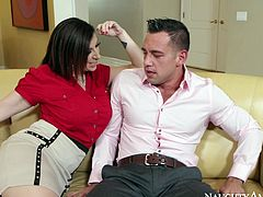 Cougar lover Sara Jay gives stout blowjob to Johnny Castle