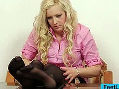 Sexy blonde bunny Nataly Gold got nylon tights on her feet, she plays in addition to her left and right foot when relaxing in a chair!