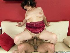 Ruined fat mature BBW hops on huge cock reverse cowgirl style before she turns around to continue her ride remembering to mouth fuck it in the interim.