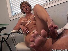Goddess Brianna - New IT Service Contract - foot fetish