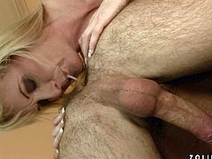 Hairy aroused wanker welcomes rimjob from skanky blond MILF