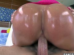 Bootylicious MILF Mellanie Monroe rides on cock like mad