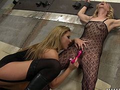 This old woman is happy to take that pink toy deep inside her snatch. She gets her pussy toyed properly as if it's her last day. Then these lesbians make each other cum with their tongues.
