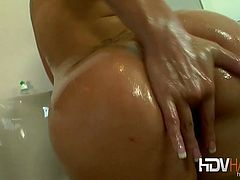 Lovely brunette babe London Keys gets literally soaking wet in this solo scene as she gets naked and takes a steamy bathtub bath. Babe is horny and starts rubbing her pussy and teasing till orgasm.