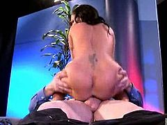 Check out hot milf Jenna Presley having fun with a huge cock. SHe decided to took a ride on it and her big juggs are bouncing like crazy!