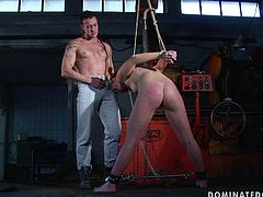 Wicked bondage master forced his slave to give him a blowjob