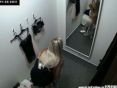 Czech Cabins brings you this hot spy amateur vid where a gorgeous blonde czech belle flaunts her hot body while changing clothes.