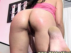 Bizarre pee fetish babe drips pee on her