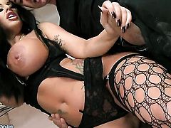 Kerry Louise gets a mouthful of worm in blowjob action with hot dude