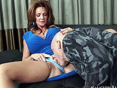 Mature busty seductress Deauxma gets eaten by Derrick Pierce