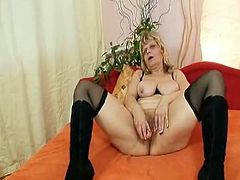 Elder grandmother non-professIonal Mom laying onto daycouch widening pussy and dildoying herself
