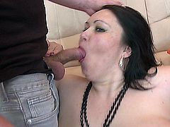 Watch this awesome mature milf fuck a cock like a pro!