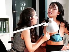 Oriental Evelyn Lynn cant live a day without getting her wet spot eaten by lesbian April Oneil