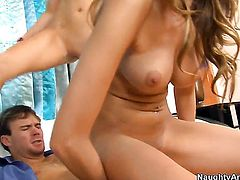 Justin Magnum inserts his schlong in prettied up Lily Carters bush