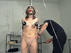 He wants to run a bit electric charge in that divine pussy of Leah Marie. But before that he ties her up and spreads her legs with some ropes.