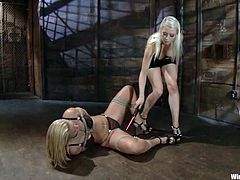 Superb Mellanie Monroe lies on the floor being tied up. Then she gets her pussy and tits hit with electricity by Lorelei Lee. After that she also gets toyed in both holes with electric dildos.