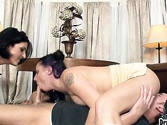 Roxanne Hall is on the way to the height of pleasure with Sonny Hickss love torpedo in her mouth