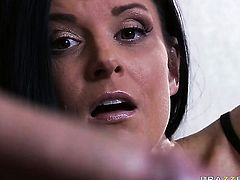 Keiran Lee gives gorgeously sexy India Summers mouth a try in oral action