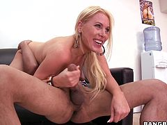 There's really hot sex in this clip featuring a blonde MILF with long hair, natural tits, shaved pussy and an amazing skill to blowjob and fuck.