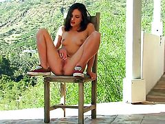 Kasey Chase kills time rubbing her pussy