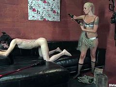 A dude called Kade is having fun with slutty blonde Lorelei Lee indoors. Lee tortures and humiliates the guy and then pokes her strapon into his mouth and asshole.