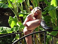 Amazing outdoor performance by a steaming hot blond cougar Leya Falcon and Billy Gilde! Chick is in love with that huge dagger!