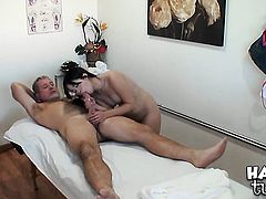 Asian Asia Zo has some time to rub her muff pie