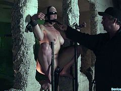Sexy blonde Lorelei Lee gets chained to a wall in a basement. Then some dude rubs her snatch with a dildo and she gets an unexpected orgasm.