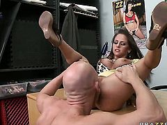 Rachel RoXXX cant live a day without getting fucked by hard cocked guy Johnny Sins
